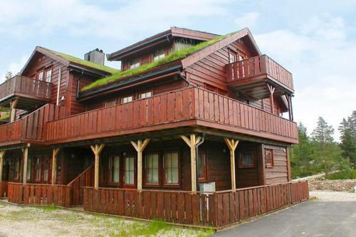THREE BEDROOM HOLIDAY HOME IN 1