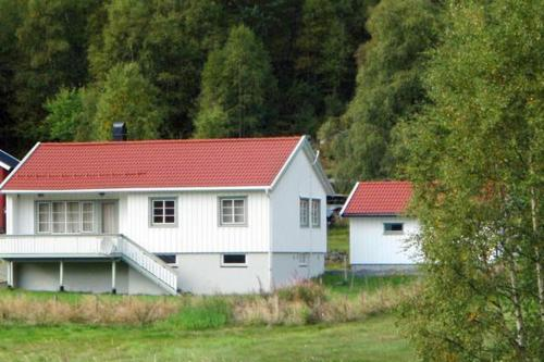 THREE BEDROOM HOLIDAY HOME IN 8