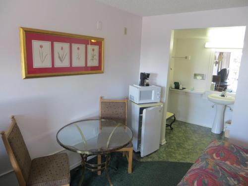 Magic Castle Inn & Suites Motel Photo
