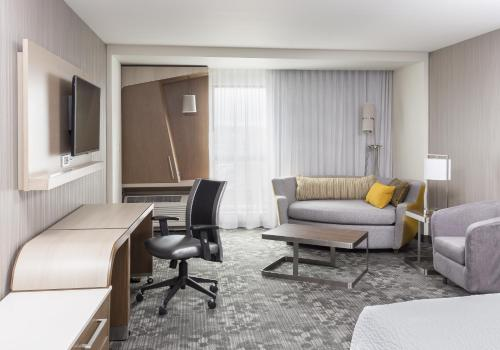 Courtyard by Marriott Bismarck North Photo