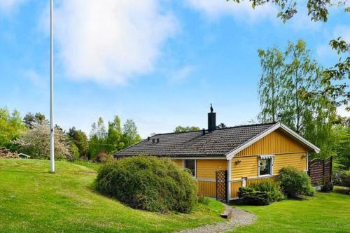 Two-Bedroom Holiday home in Hjälteby 3