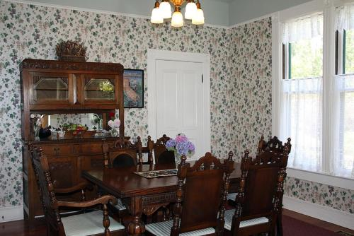 Case Ranch Inn Bed and Breakfast - Forestville, CA 95436