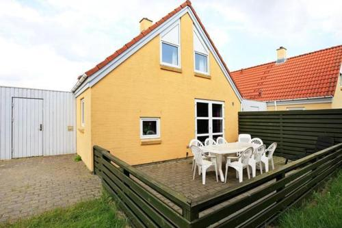 THREE BEDROOM HOLIDAY HOME IN 10
