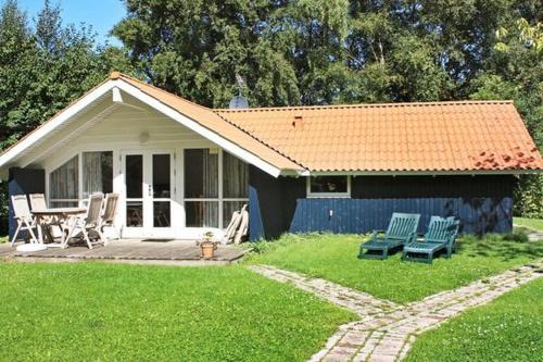 Three-Bedroom Holiday home in Gilleleje 2, Гиллеляйе
