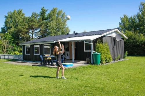 Three-Bedroom Holiday home in Hals 9, Hou