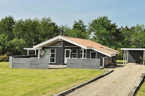 FOUR BEDROOM HOLIDAY HOME IN 4