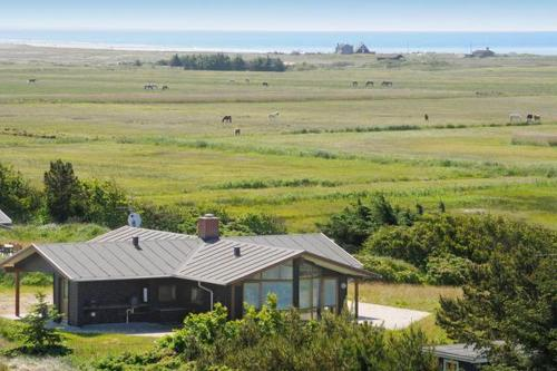 THREE BEDROOM HOLIDAY HOME IN 310