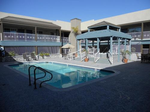 Holiday Inn Express Manhattan Beach