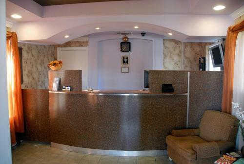 Ambassador Inn And Suites – 6411