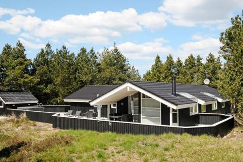 FOUR BEDROOM HOLIDAY HOME IN 170