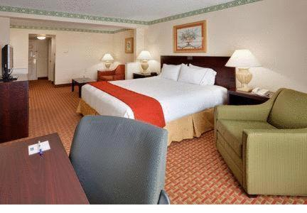 Holiday Inn Express Hotel & Suites Easton Photo