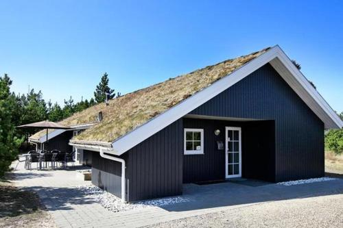 http://www.booking.com/hotel/dk/four-bedroom-holiday-home-in-blavand-21.html?aid=1728672