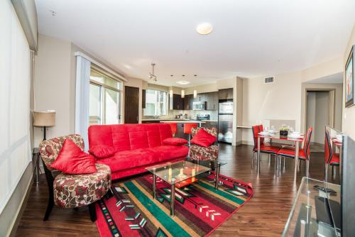 Hollywood Orion Apartment Photo