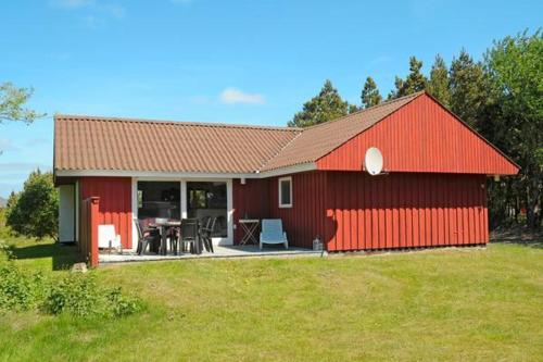THREE BEDROOM HOLIDAY HOME IN 630