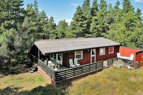 THREE BEDROOM HOLIDAY HOME IN 940