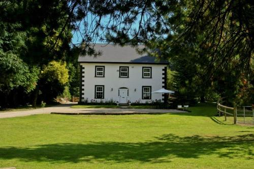 Photo of Ashton House Hotel Bed and Breakfast Accommodation in Avoca Wicklow