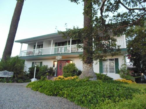 Plantation Bed & Breakfast - Lemon Cove, CA 93244