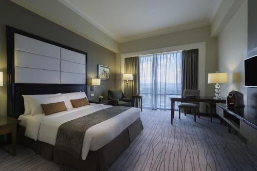 Premier Room with Buffet Breakfast and Round Trip Airport Transfers