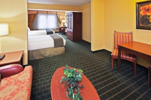 Holiday Inn Express Springfield Photo