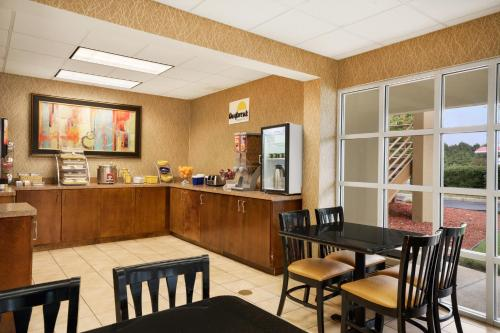 Days Inn Stone Mountain - Stone Mountain, GA 30087