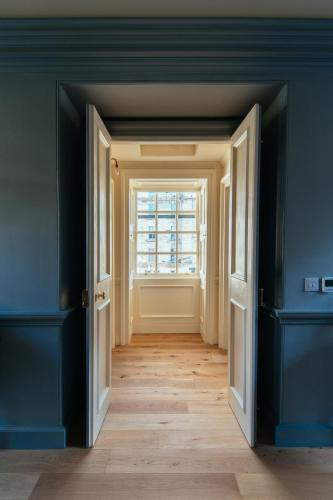 11 waters' close, Edinburgh EH6 6RB, Scotland.