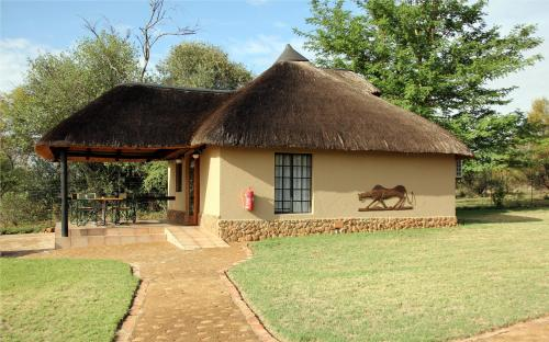 Ukutula Lion Lodge Photo