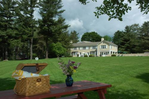 Devonfield Inn Photo