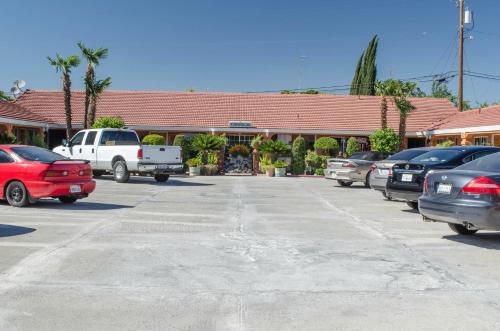Economy Inn Los Banos Photo