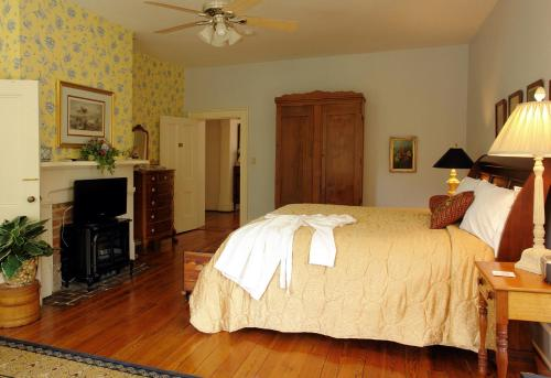 Rockwood Manor Bed & Breakfast Photo