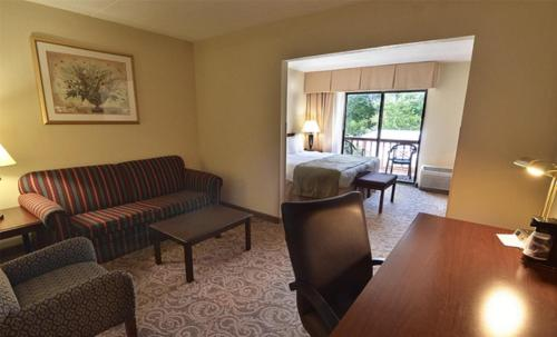 Sturbridge Host Hotel And Conference Center Photo