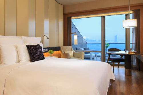 Renaissance Hong Kong Harbour View Hotel, A Marriott Luxury & Lifestyle Hotel photo 56