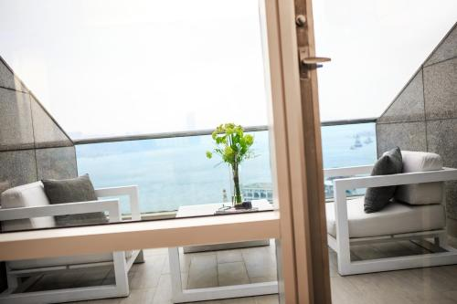 Renaissance Hong Kong Harbour View Hotel, A Marriott Luxury & Lifestyle Hotel photo 58