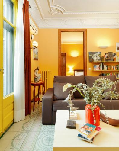 Fewdays Barcelona Apartments