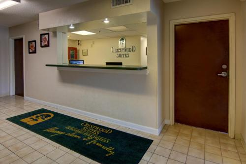 Crestwood Suites Snellville Photo