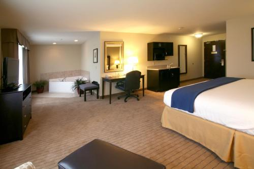 Holiday Inn Express & Suites Madison-Verona Photo