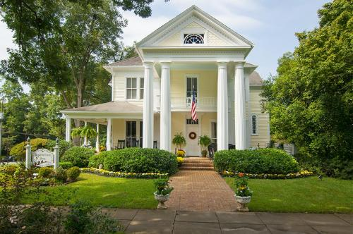 Antebellum Inn Bed and Breakfast - Adult Only