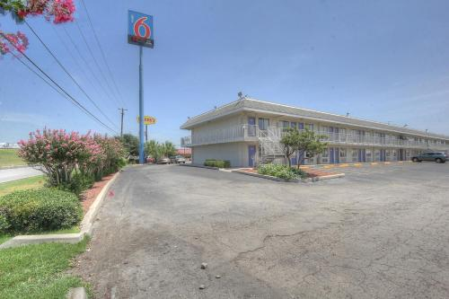 Motel 6 San Antonio - Ft Sam Houston Photo
