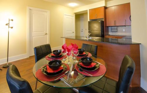 Royal Stays Furnished Apartments - Square One Photo
