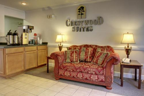 Crestwood Suites High Point Photo