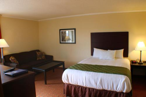 Days Inn & Suites Kansas City Photo