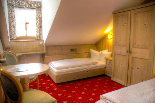 Hotel h lzer br u by lehmann hotels munich cheap for Chiemsee design hotel