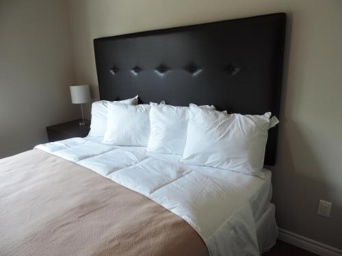 Wasaga Riverdocks Hotel Suites Photo