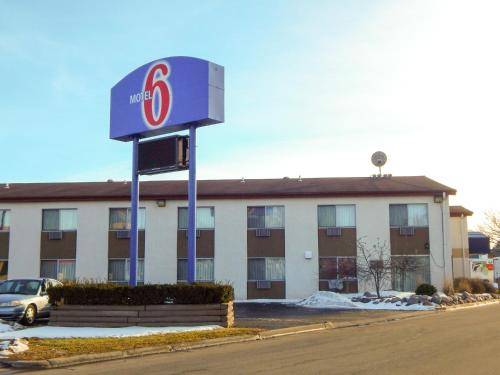Motel 6 LaCrosse Photo
