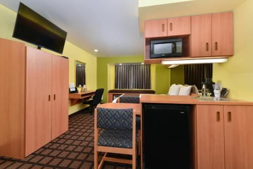 Microtel Inn & Suites by Wyndham Dallas/Fort Worth Photo