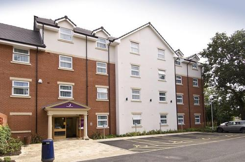 Premier Inn Birmingham Central - Hagley Road photo 2