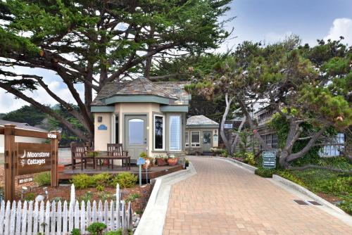 Moonstone Cottages by the Sea Photo