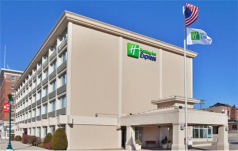 Photo of Holiday Inn Express Keokuk Hotel Bed and Breakfast Accommodation in Keokuk Iowa