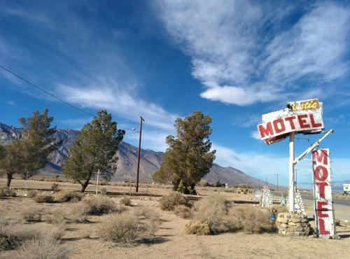 Rustic Oasis Motel Photo