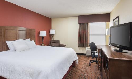 Hampton Inn Shawnee Photo