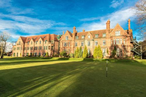 Aldwark Manor Golf & Spa Hotel - QHotels, green hotel in Aldwark, United Kingdom